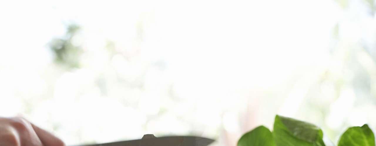 Abóbora (30 calorias por xícara) - este alimento é rico em potássio, betacaroteno, vitaminas A, C e E, além de potássio. A abóbora pode ser boa também para prevenir diabetes, pois estudos sugerem que dois componentes encontrados nelas aumentam a tolerância a glicose em ratos de laboratório