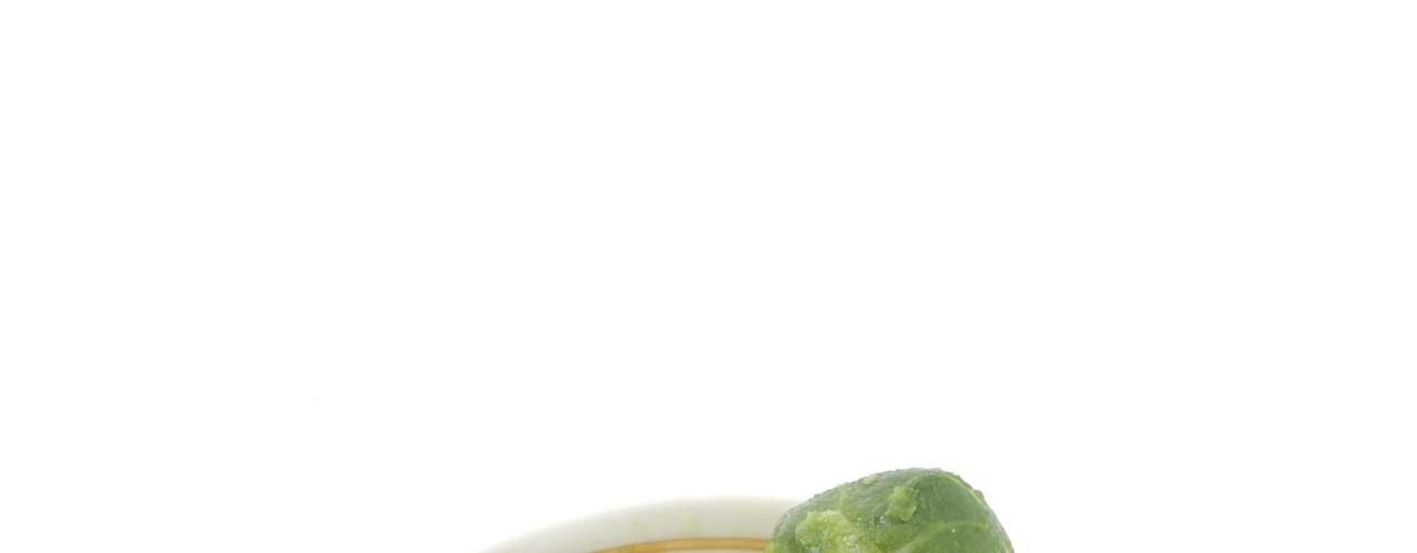 Couve de Bruxelas (38 calorias por xícara) - este alimento tem baixas taxas de calorias, além de ajudar na prevenção de câncer devido aos fito nutrientes e fibras. Apesar de ter uma má reputação por causa do sabor, pode ficar melhor acompanhada de um molho doce ou picante