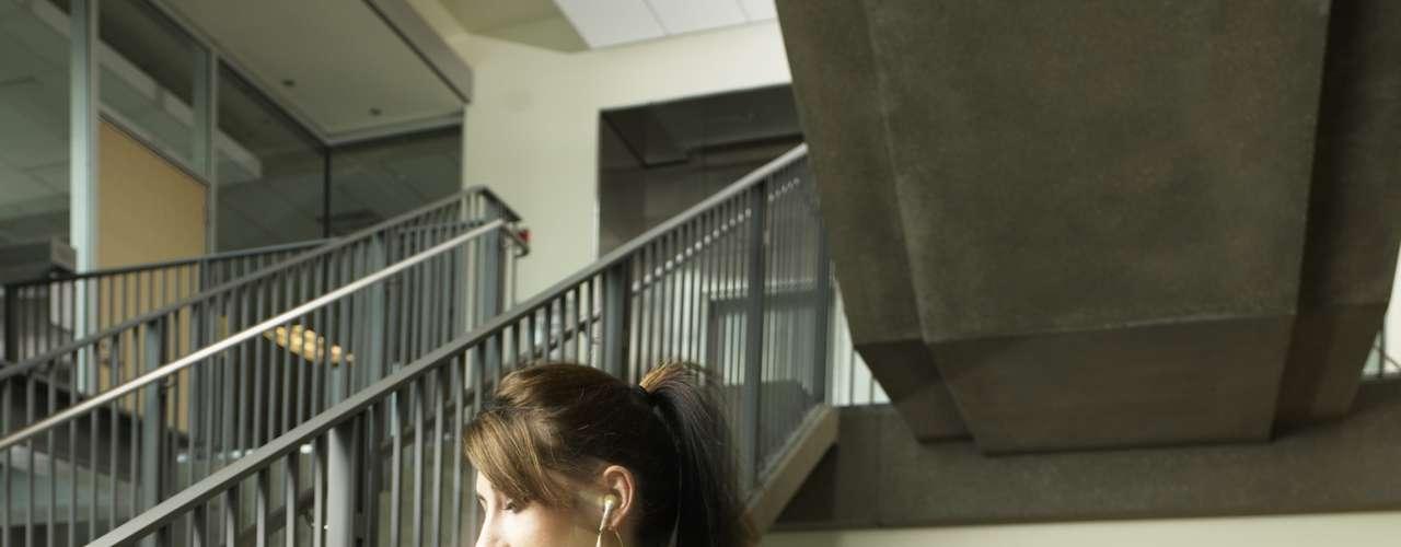 Subir e descer escadas - 36 calorias