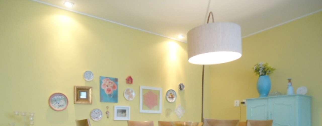 Nesta casa no bairro do Jacarepaguá, no Rio, a ideia de Alexandra Albuquerque foi dar um aspecto de residência de veraneio