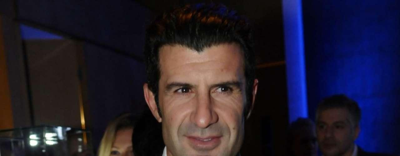 Luís Figo apostou no terno e na gravata para comparecer ao evento