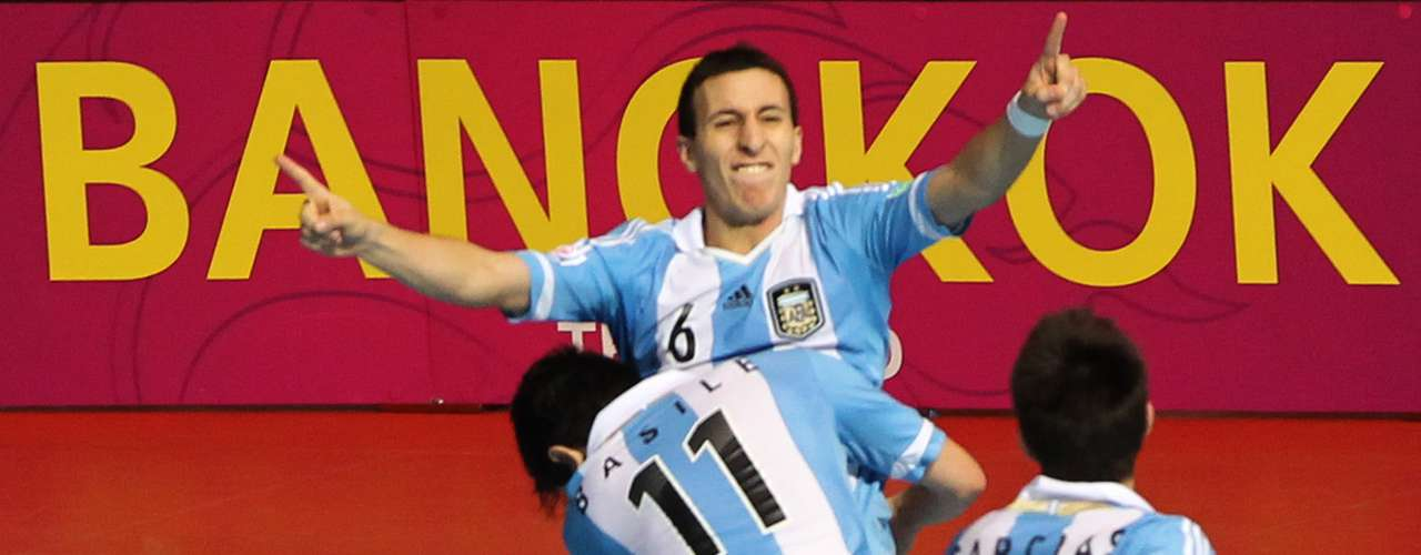 Argentinos apostaram no contra-ataque e abriram vantagem com gols de Rescia e Borruto