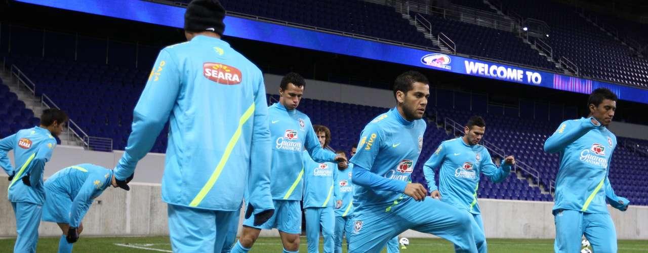 A atividade desta terça foi realizada na Red Bull Arena e contou com a presença de Daniel Alves entre os titulares