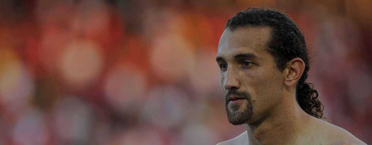 Xodó da torcida e artilheiro do Palmeiras, Hernán Barcosencerrou especulações e renovou contrato com o clube até 2016