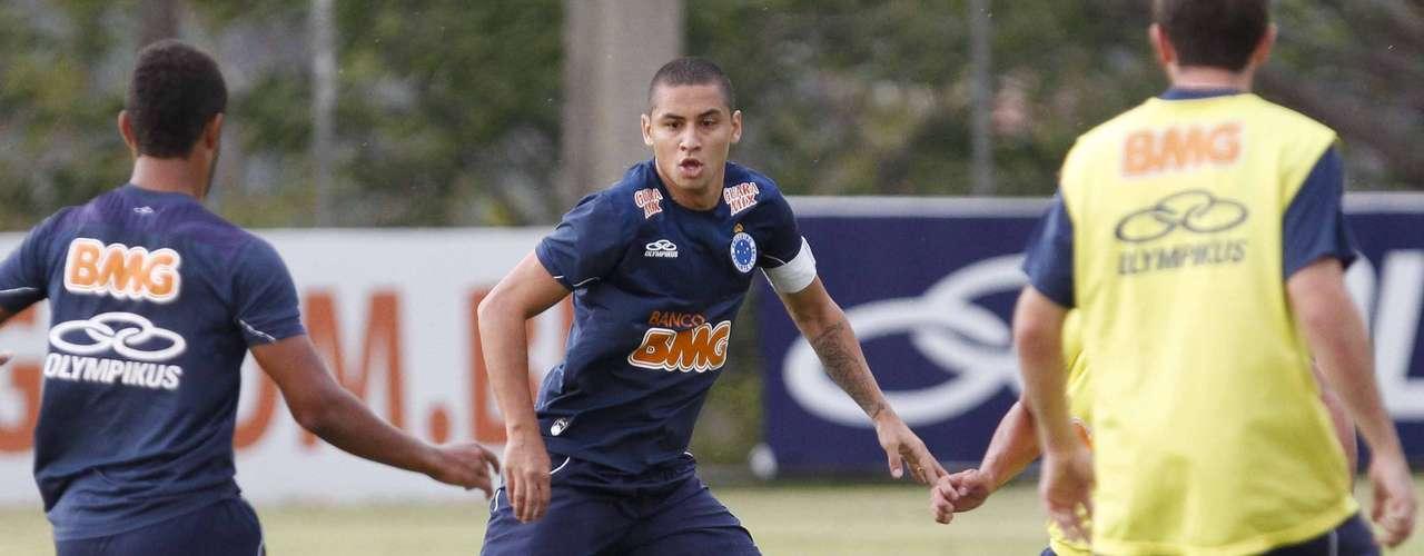 O Cruzeiro liberou por empréstimo o atacante Wellington Paulista para o West Ham, da Inglaterra