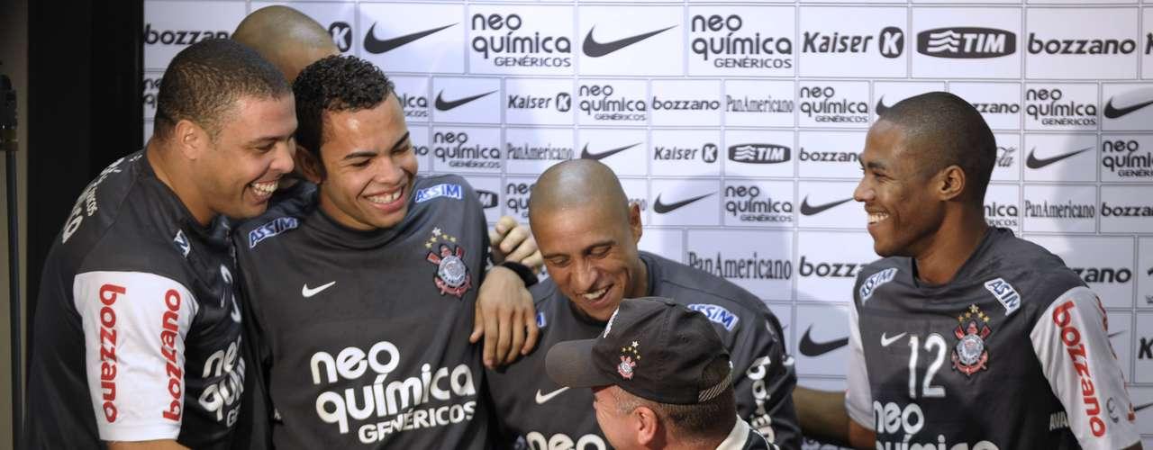24 de julho de 2010: com uma boa campanha a frente do Corinthians no Campeonato Brasileiro de 2010, Mano Menezes foi anunciado como treinador da Seleção após a negativa de Muricy Ramalho para assumir o cargo. Em sua despedida no time do Parque São Jorge, Mano recebeu elogios do então presidente Andrés Sanchez e o carinho do elenco alvinegro