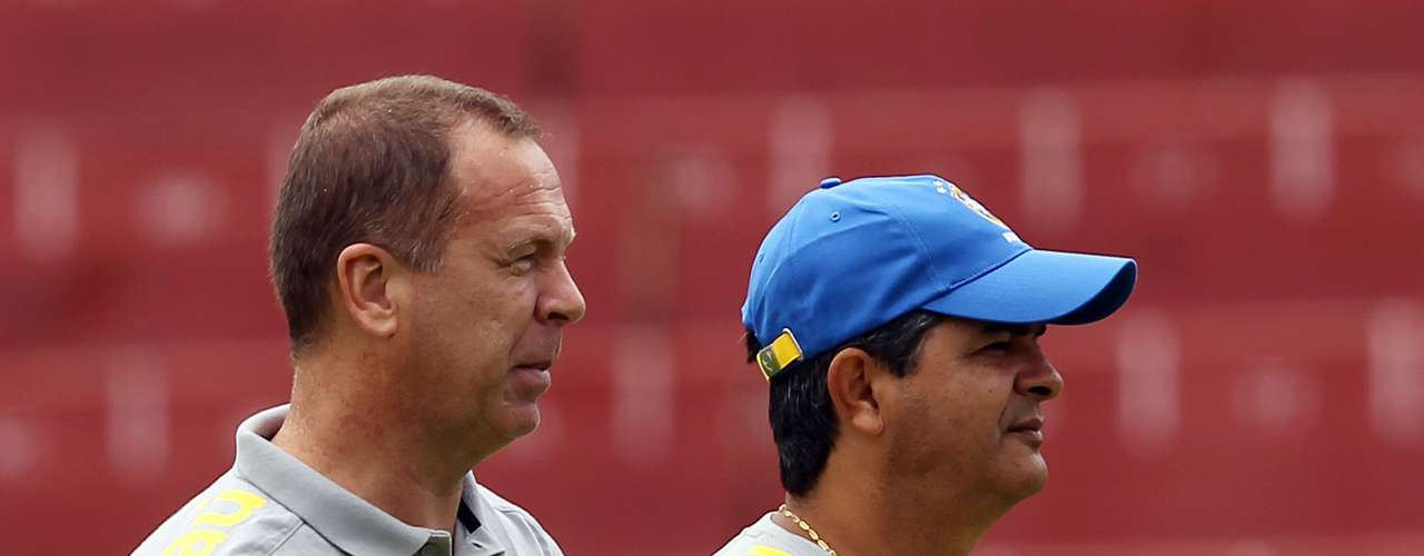 28 de janeiro de 2011: em uma tentativa de implantar a renovação na Seleção, o treinador convidou o técnico Ney Franco para comandar a equipe de base do Brasil. Sob o comando de Ney e com jogadores como Neymar e Lucas em campo, a Seleção acabou campeã do Sul-Americano Sub-20