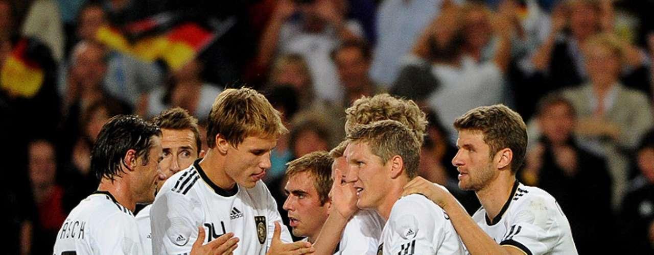 10 de agosto de 2011: no seu terceiro teste contra uma seleção de nome, mais uma derrota. Totalmente dominada, a equipe perdeu para Alemanha por 3 a 2