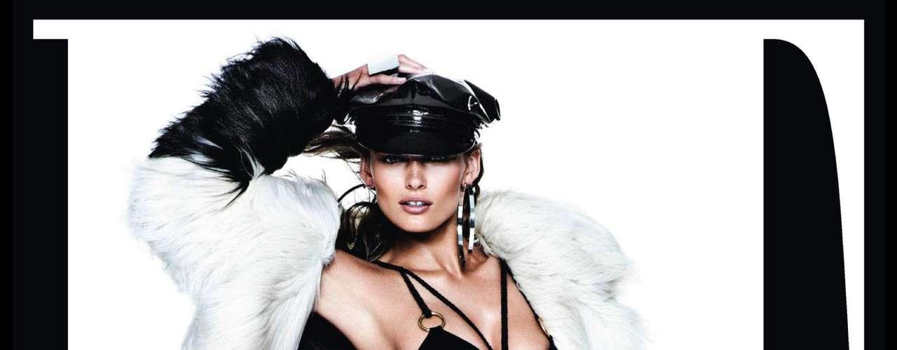 O casaco e as botas com pele chamaram a atenção na foto da top Edita Vilkeviciute