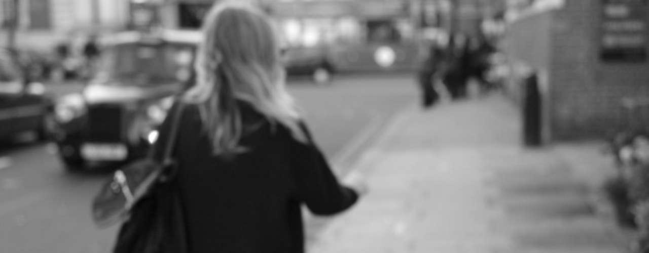 Chamada Who is that girl (quem é essa garota, em inglês), trata-se da primeira campanha de Natal da rede britânica Topshop
