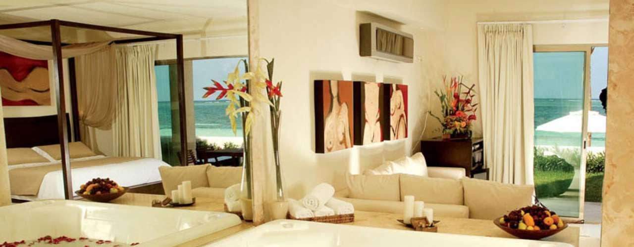 Apenas casais podem entrar no Desire, sensual resort da famosa região de praias mexicanas. Para saber mais, acesse: www.desireresorts.com