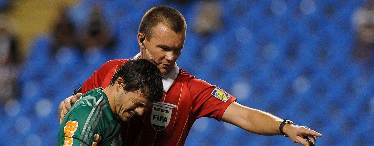 O Palmeiras não renovou o empréstimo e nem exerceu o direito de compra do zagueiro paraguaio Adalberto Román, que se transferiu para a LDU, do Equador