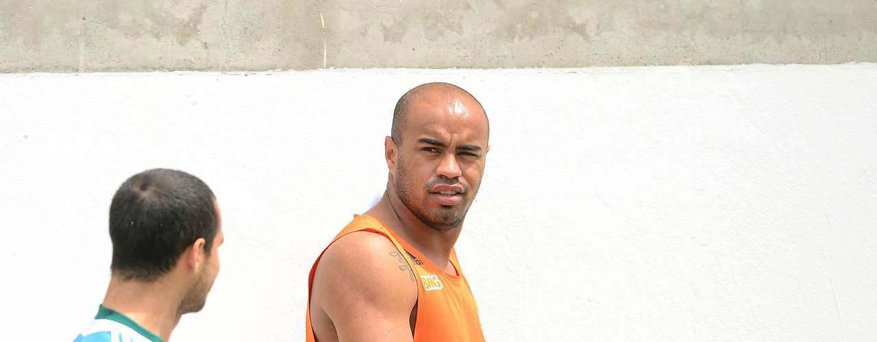Dispensado pelo Palmeiras, o zagueiro Thiago Heleno foi oferecido ao Sport, mas o time pernambucano recusou a contratação do jogador - assim como o do ex-alviverde Obina