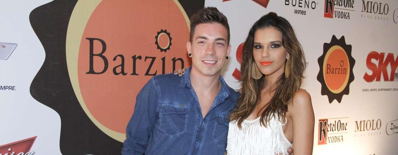 Mariana Rios e Di Ferrero em festa do Barzin, no Rio