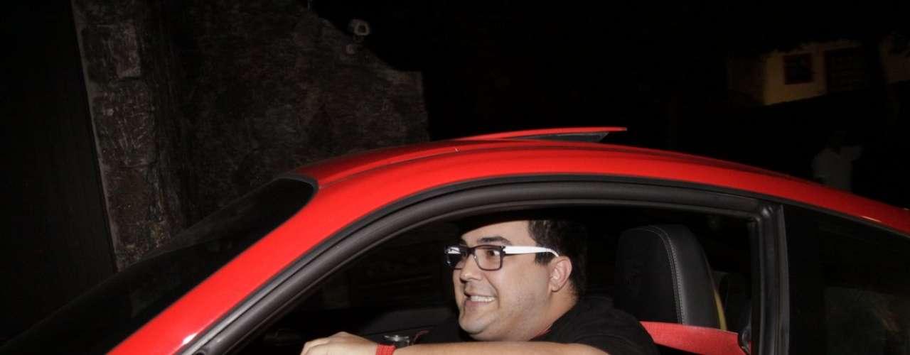 André Marques chamou atenção na chegada à casa de Angélica