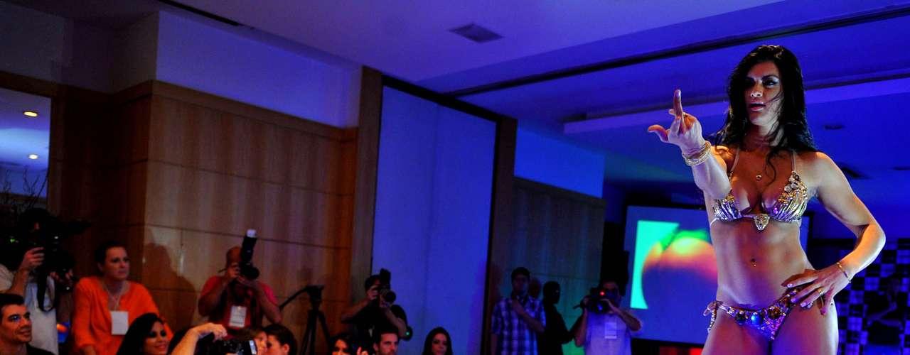Camila Vernaglia, de São Paulo, em sua performance de biquíni que lhe rendeu o terceiro lugar
