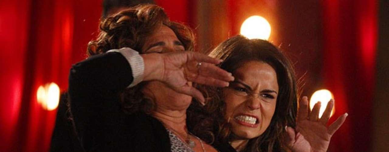 Wanda (Totia Meirelles) sofre nas mãos de Morena (Nanda Costa)