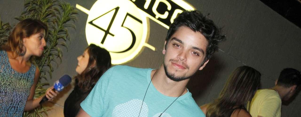 Rodrigo Simas na festa de Hugo Gloss