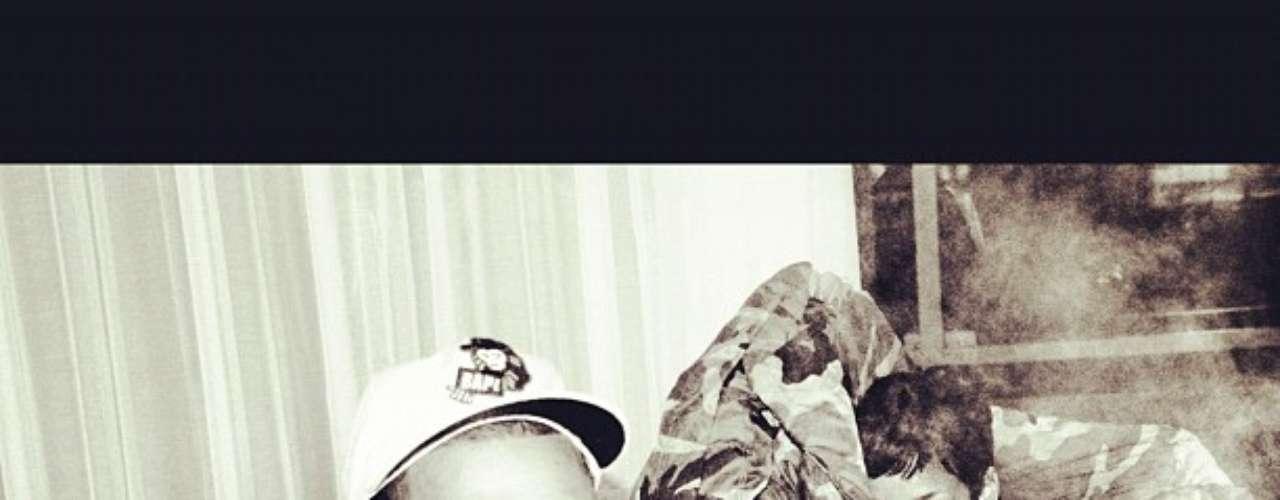 Muitos rumores apontam para uma possível volta de Rihanna e Chris Brown. Neste domingo (2), o rapper reforçou ainda mais os boatos, ao publicar uma foto em seu Instagram com a ex-namorada, que estava vestindo apenas lingerie
