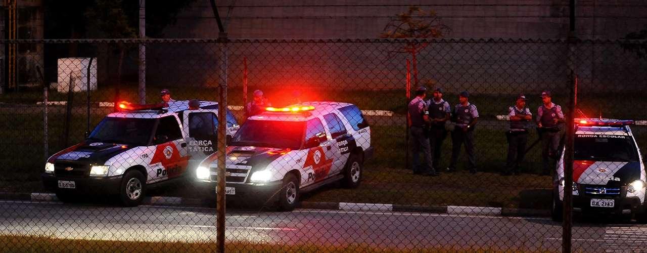 Do lado de fora do aeroporto, Polícia Militar ficava atenta a qualquer possível confusão