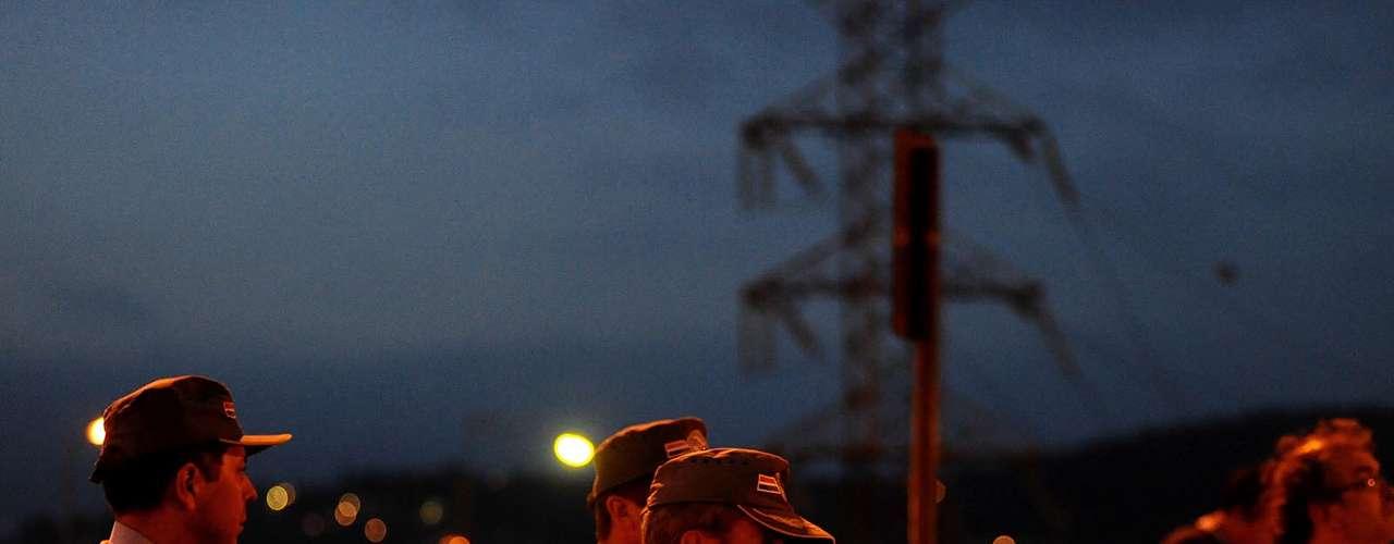 Os policiais aguardavam a chegada da delegação corintiana para as 22h30, cerca de meia hora antes do embarque