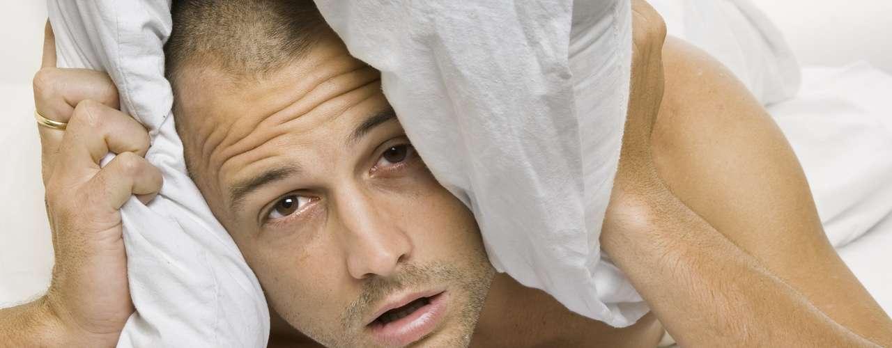 Insônia: estresse pode causar hiperatividade, que prejudica o sono. Um período longo de estresse também pode causar insônia e contribuir para distúrbios do sono. Nesses casos, o indicado é fazer ioga ou optar por atividades relaxantes