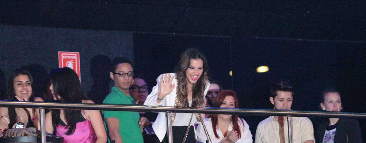 Mariana Rios chamou atenção no camarote do show