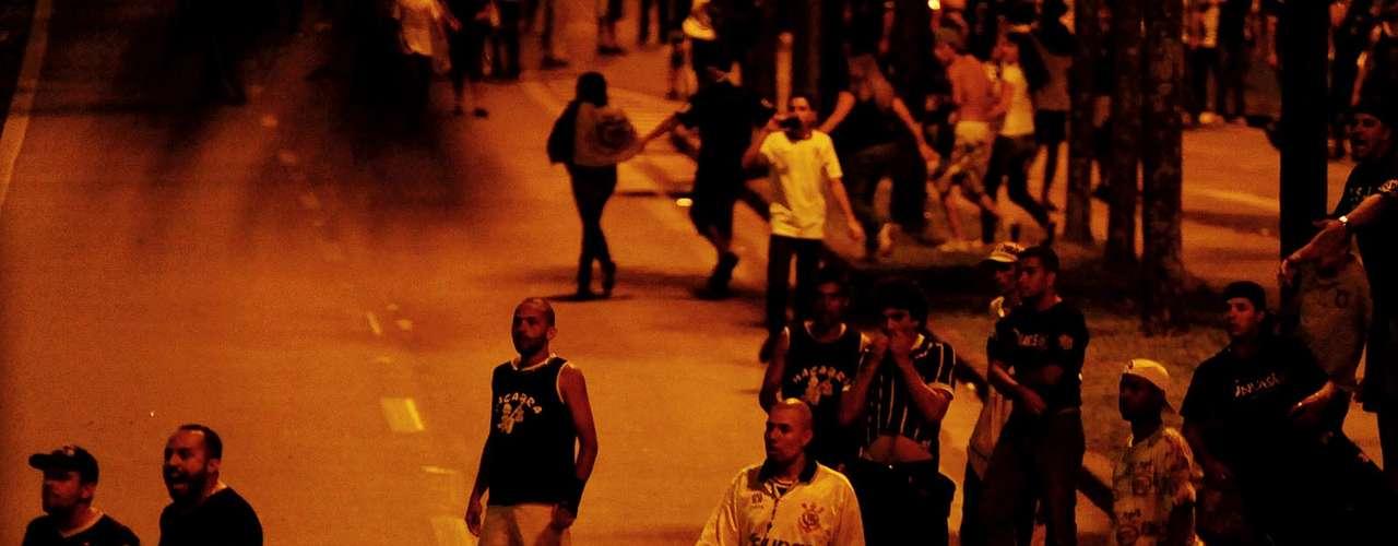 Torcedores, por sua vez, reclamaram de covardia e insistiram na falta de motivos para confronto já no final da festa corintiana em Guarulhos