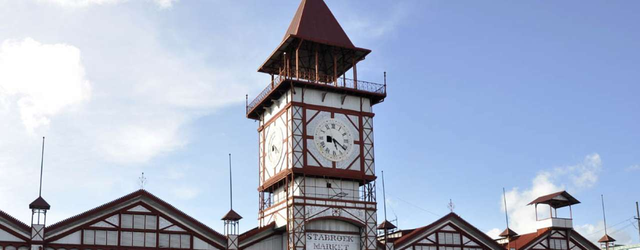 Mercado de Stabroek, Georgetown, Guiana: construído em 1842, o mercado de Stabroek é um dos marcos de Georgetown, capital da Guiana. A estrutura de aço e ferro cobre uma superfície de 7 mil m², e funciona até hoje como mercado da cidade, com um movimento intenso de vendedores e compradores e uma grande variedade de produtos