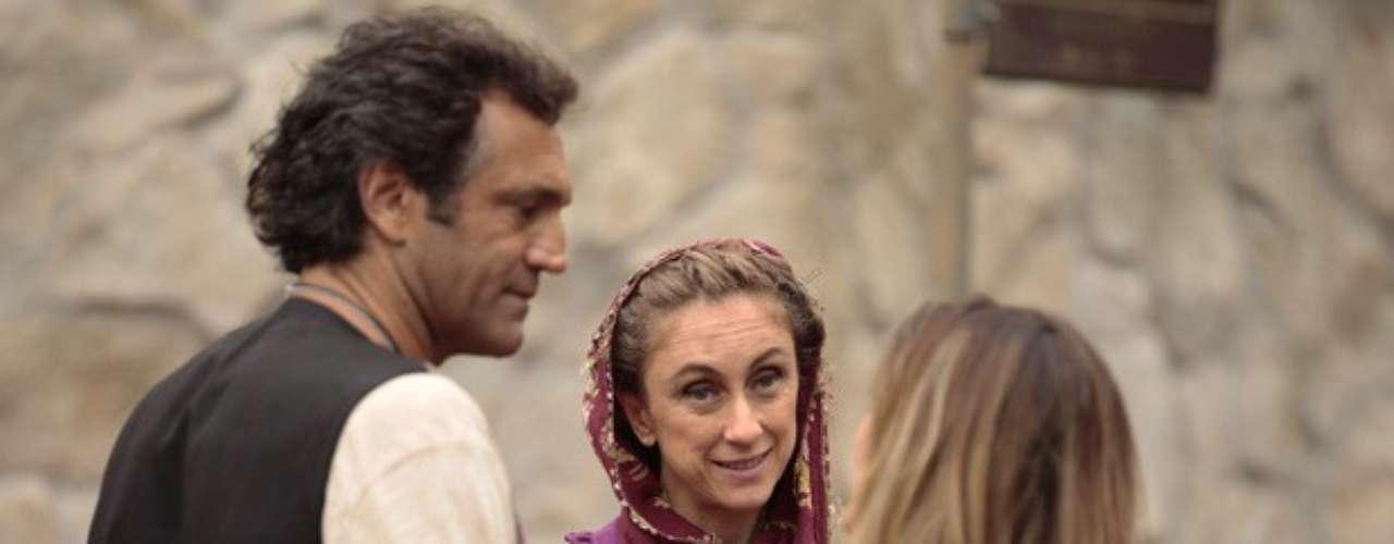 Zyah vai ficar sem graça quando sua futura sogra o encontra na rua com Bianca. O guia turístico tenta despistar, mas Sarila não é boba e se convida para almoçar com os dois