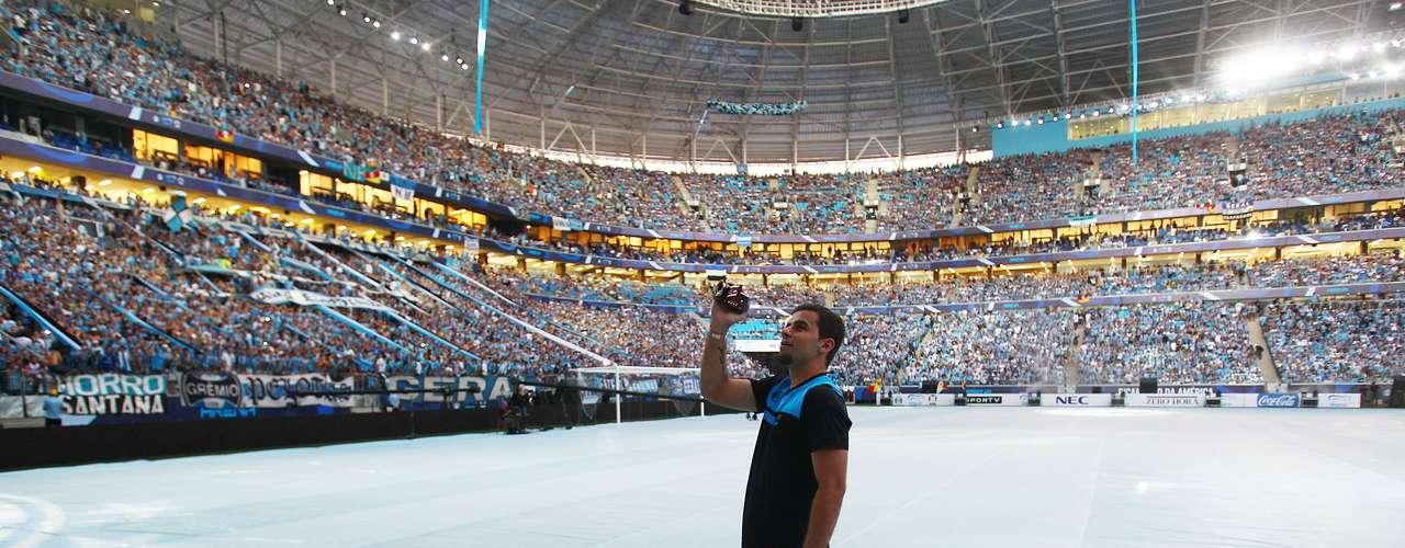 Atacante André Lima, com sua câmera na mão, também registrou imagens dos torcedores