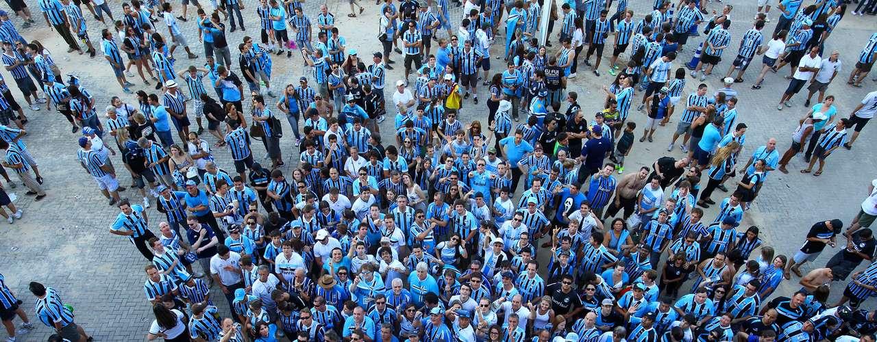 Horas antes do início da programação, presença de público na nova Arena do Grêmio era grande