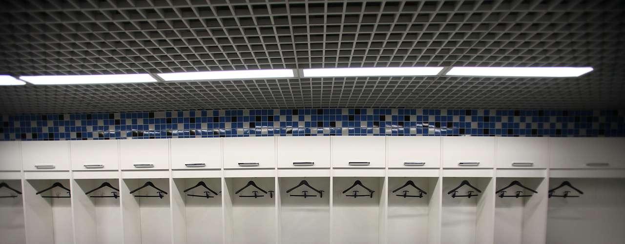 Pela primeira vez, jogadores do Grêmio puderam oficialmente posicionar seus uniformes no vestiário
