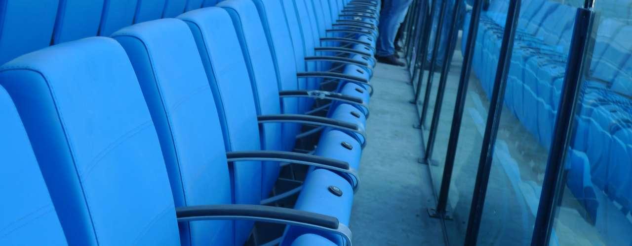 Aos poucos, novo estádio vai ganhando a cara da torcida gremista; primeiro jogo será Grêmio x Hamburgo, repetindo a final do Mundial Interclubes de 1983