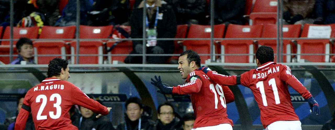 Jogadores do Al Ahly comemoram gol de Hamdy, que abriu o placar da vitória sobre o Sanfrecce Hiroshima
