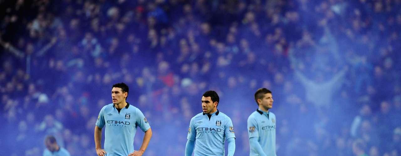 Jogadores do Manchester City lamentam derrota no clássico disputado em casa