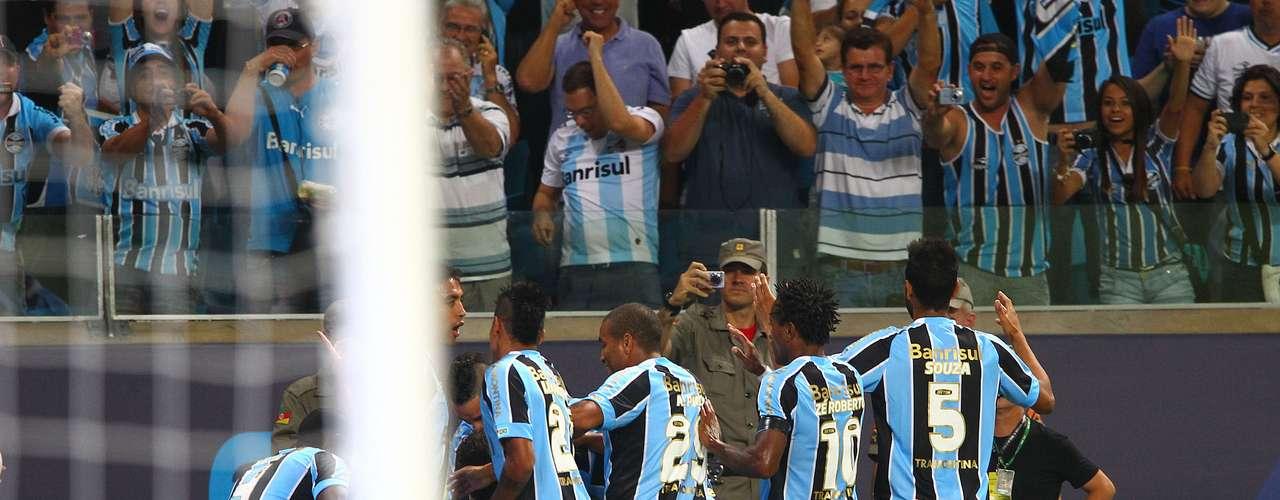No fim do jogo, aos 42min, Marcelo Moreno aproveitou bola levantada na área e escorou para fazer 2 a 1 para o Grêmio