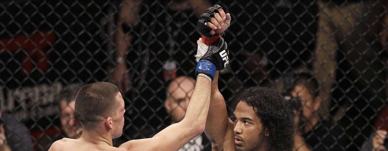 Logo após o final do duelo, Diaz reconheceu a vitória de Henderson