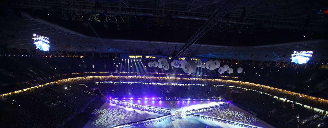 Com luzes e música, espetáculo empolgou fãs antes de Grêmio x Hamburgo