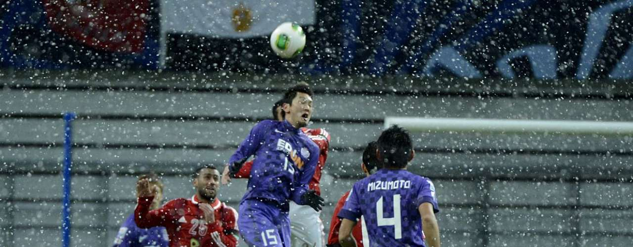 Yojiro sobe para tentar jogada aérea