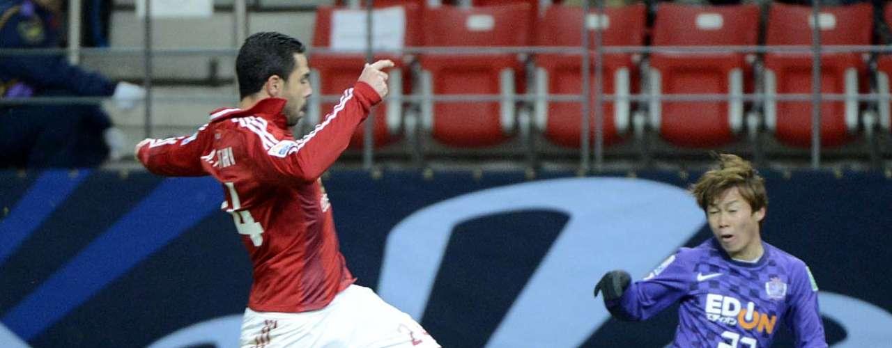 Egípcio Fathi disputa bola com Kohei
