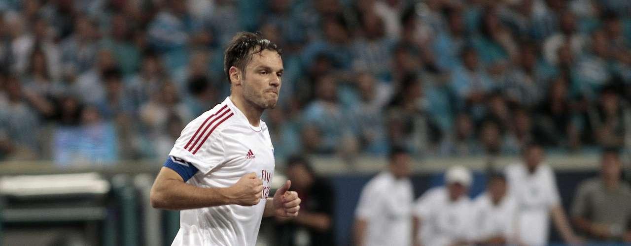 Aos 25min, Westermann aproveitou cobrança de escanteio e chutou para o gol, empatando o marcador