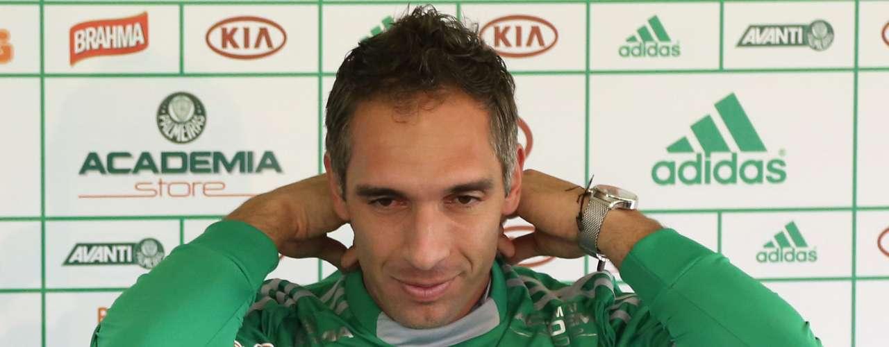Após rescindir contrato com o Vasco, o goleiro Fernando Prass foi anunciado como reforço do Palmeiras para 2013. Ele assinou um contrato com duração de três anos