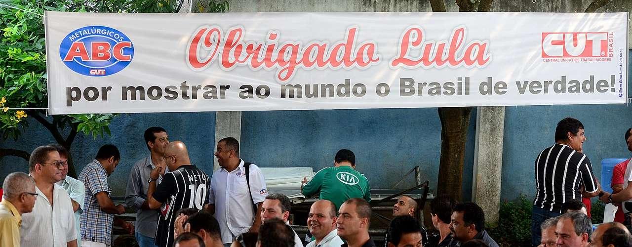No local, Lula recebeu mensagens de apoio