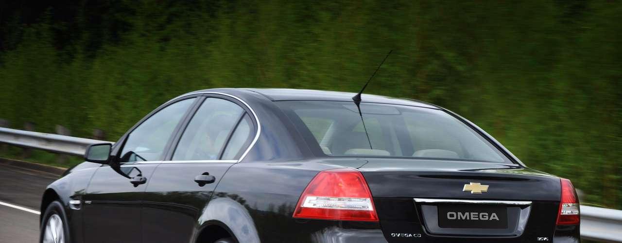 O modelo tinha motor 3.6 l V6 de 292 cavalos, rodas de alumínio de 17 polegadas, sensor de estacionamento e sistema multimídia com display LCD de 6,5 polegadas
