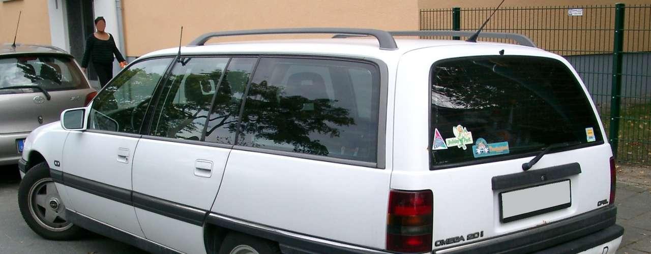 Station wagon Suprema foi produzida no Brasil de março de 1993 a julho de 1996, em um total de 12.221 unidades