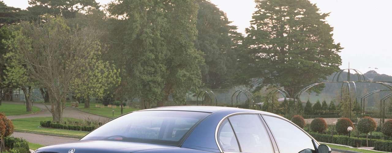 Desde janeiro de 1997, a GM já acompanhava o desenvolvimento do modelo australiano e fazia as adaptações necessárias ao Brasil. O primeiro importado foi testado em novembro de 1997, antes mesmo do fim da produção nacional