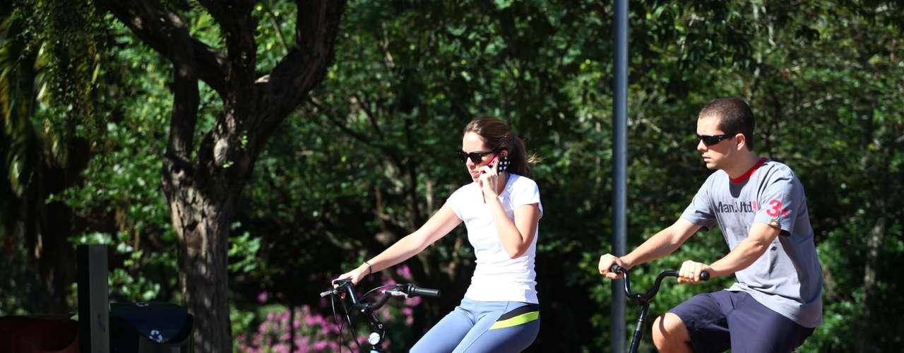 21 de dezembro -  Paulistanos aproveitaram o sol no Parque do Ibirapuera para praticar exercícios no começo do verão