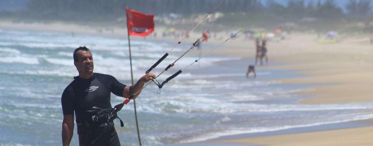 23 de dezembro - Muitos banhistas aproveitaram para praticar esportes em Florianópolis
