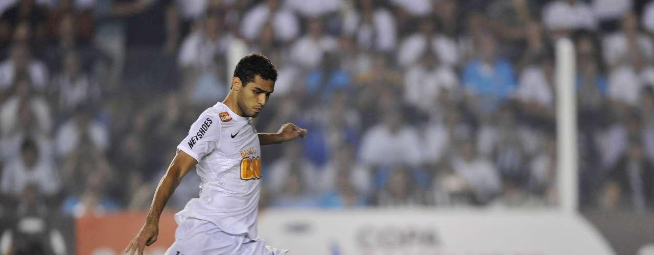 Alan Kardec está perto de voltar ao Brasil; segundo seu empresário, sua saída do Benfica deve ocorrer até o dia 5, e Corinthians e Coritiba se colocam como interessados no futebol do atacante, ex-Santos